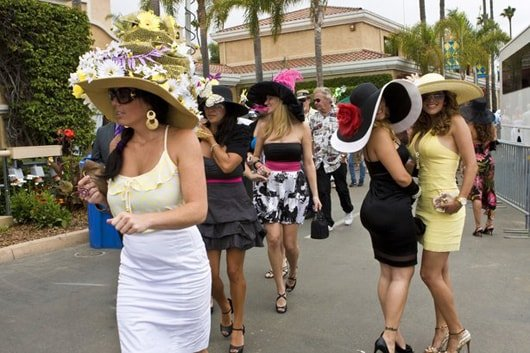 Women at the Del Mar race track